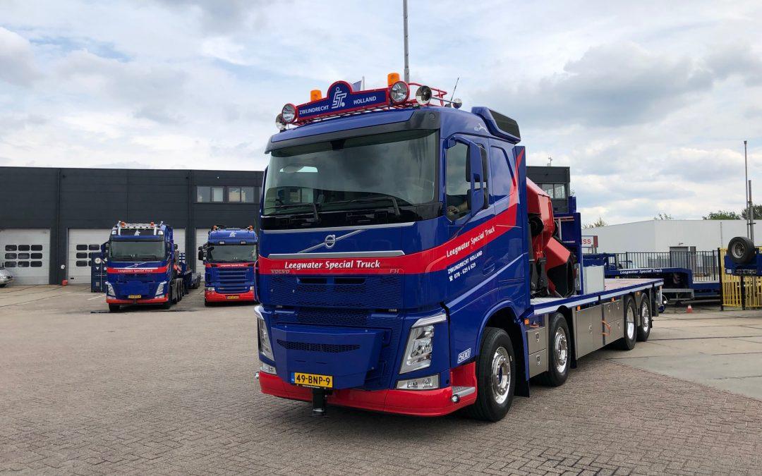 Nieuwe Volvo bakwagen met 92 tm Palfinger autolaadkraan